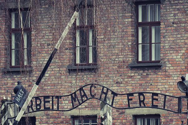 """""""Arbeit macht frei"""" in Auschwitz"""