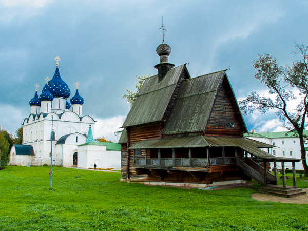 russia-suzdal-kremlin-church-wood